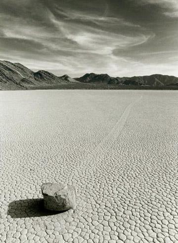 Piedra ambulante en el Valle de la Muerte