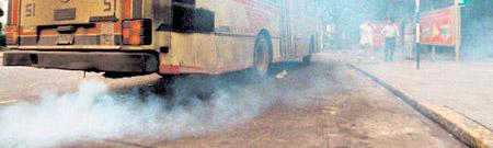 El humo tóxico de los escapes, uno de los legados de Thomas Midgley