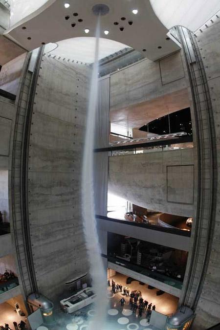 Tornado artificial del museo de Mercedes-Benz