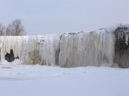 Cascada congelada de Valaste, Estonia
