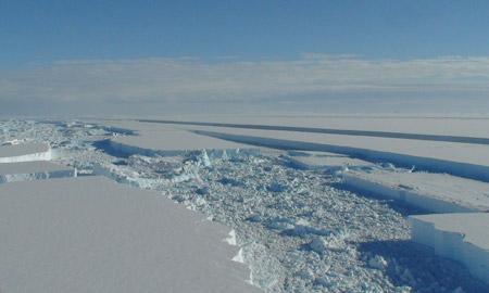 Grietas en la Barrera de Wilkins (click para ampliar) - Fuente: British Antarctic Survey