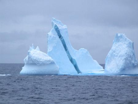 El extraño iceberg estriado