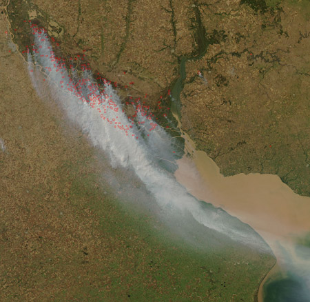 Imagen satelital: humo sobre Buenos Aires