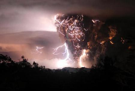 Relámpagos sobre el volcán Chaitén (Chile)