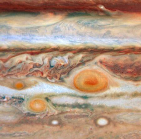 Las colosales tormentas de Júpiter