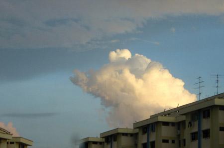 Nubes de formas curiosas - Babe, el cerdito valiente