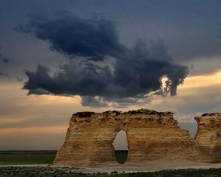 Nubes de formas curiosas - dragón siniestro