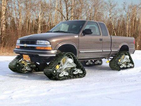 Camioneta equipada con el sistema de transmisión a oruga de Mattracks