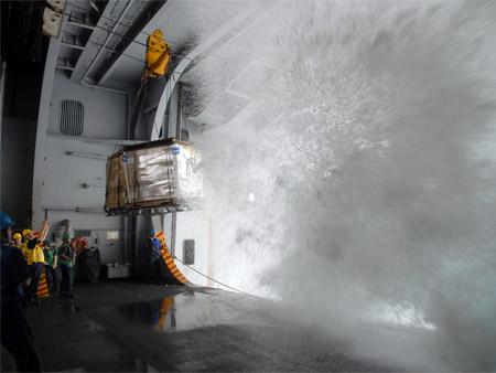 Olas versus portaaviones: combate entre colosos