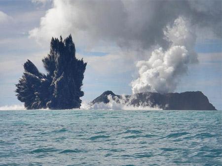 Erupción de un volcán submarino en Tonga (Pacífico Sur)