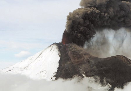 El volcán Llaima, nuevamente en erupción en abril de 2009