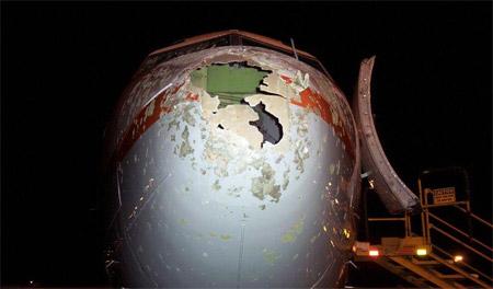 Avión golpeado por granizo