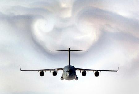 Avión afectado por turbulencia