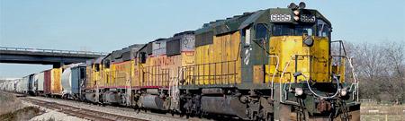 Combate entre colosos: tornado versus tren de carga
