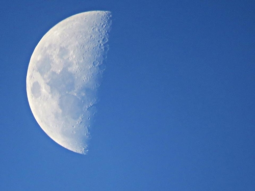 La Luna en fase cuarto creciente – Nuestroclima