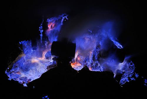 Fuego azul en Indonesia