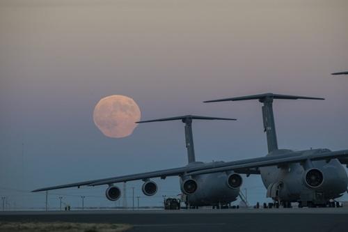 Luna sobre aviones