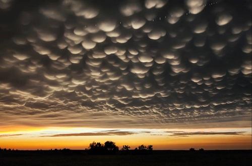Mastadonticas nubes