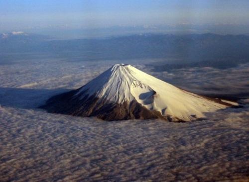 Nubes y el Monte Fuji