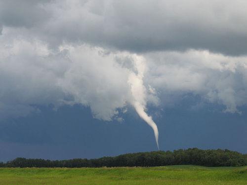 Tornado y tormenta