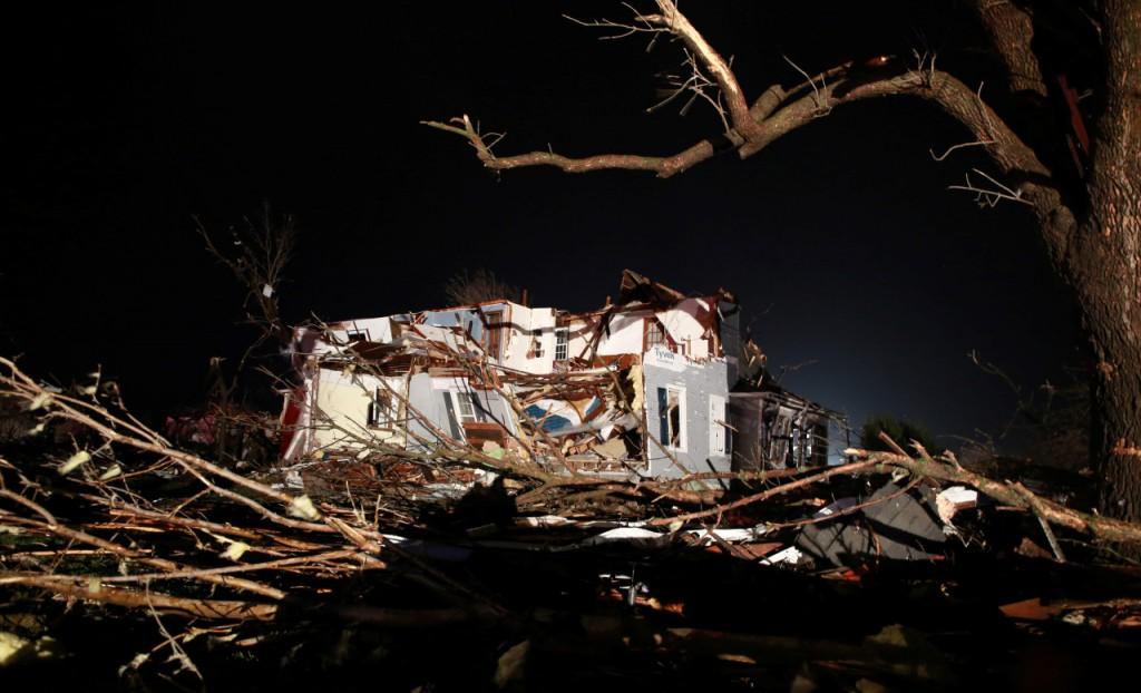 EL paso del Tornado por Illinois