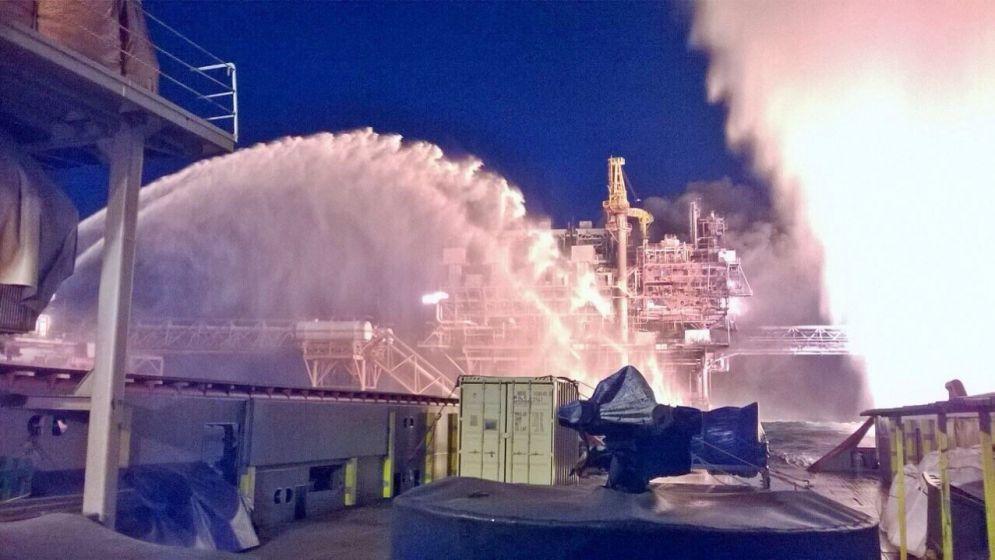 Fuego y petroleo
