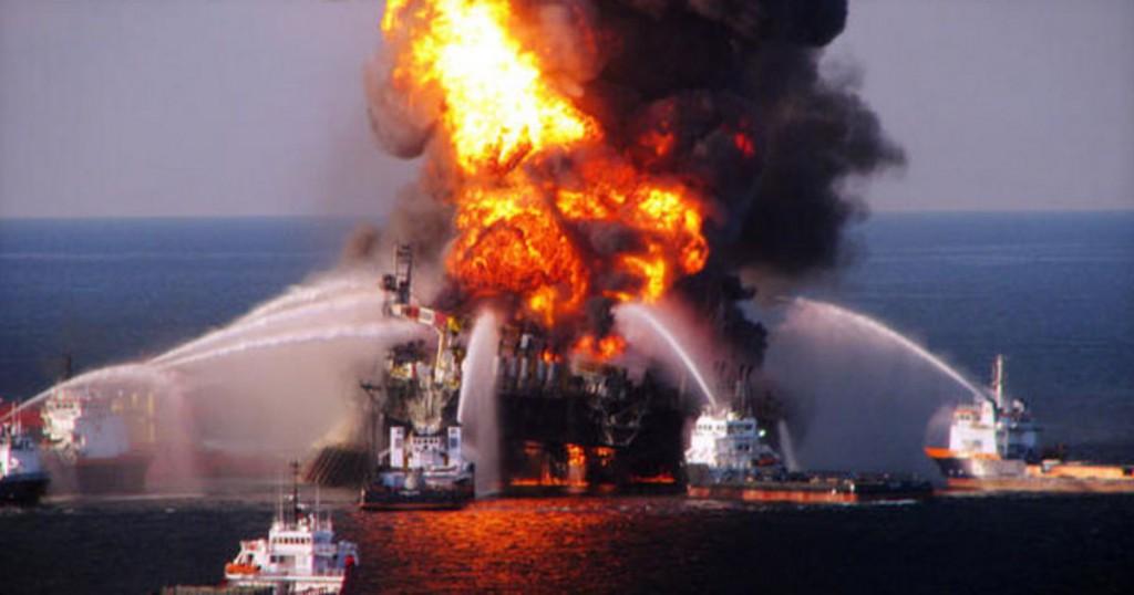 Incendio en petrolera