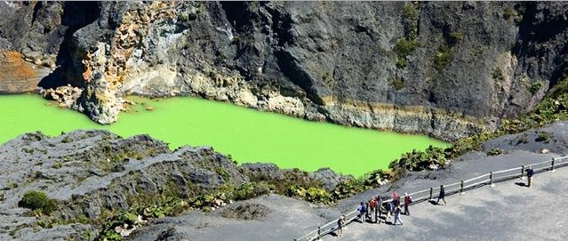 Irazu crater