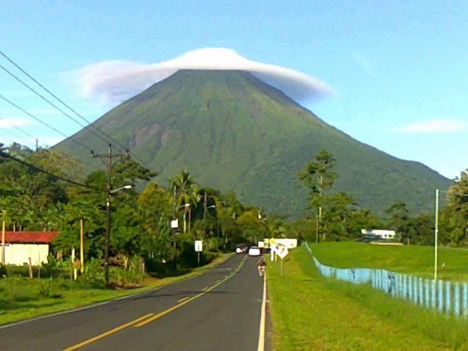 Lneticular sobre el volcan