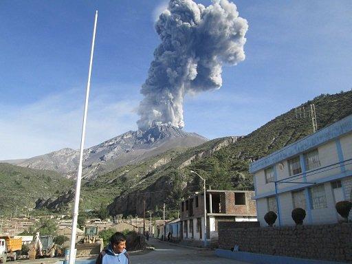 declaran-alerta-naranja volcan Ubinas en Peru