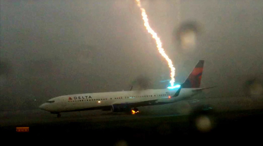 Caida de rayo a un avion en Atlanta