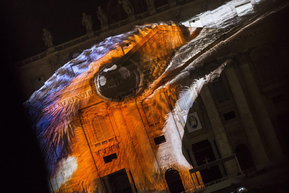 El Vaticano se ilumina por el medio ambiente 6