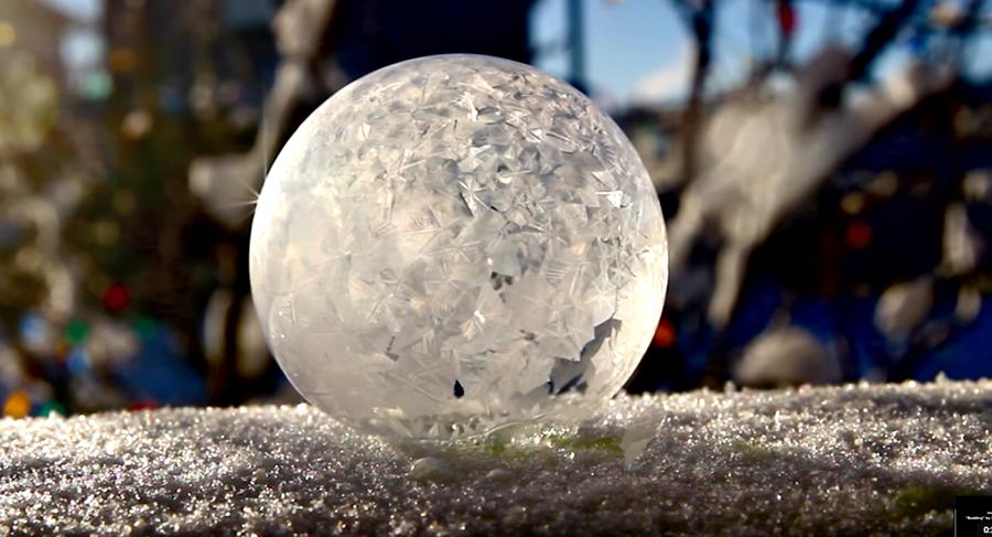 Así se congela un pompa de Jabón, �asombroso!