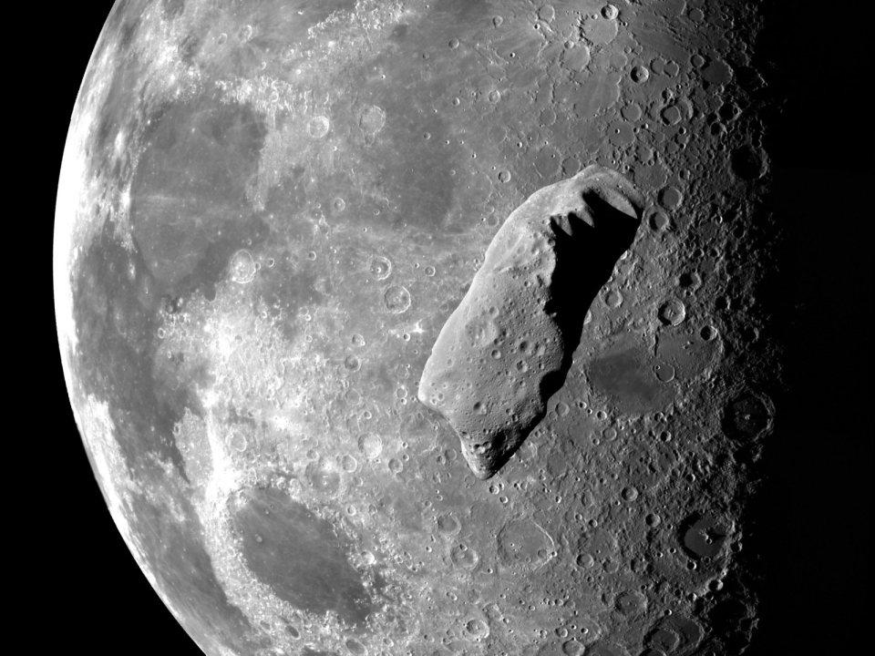 Asteroide en la Luna