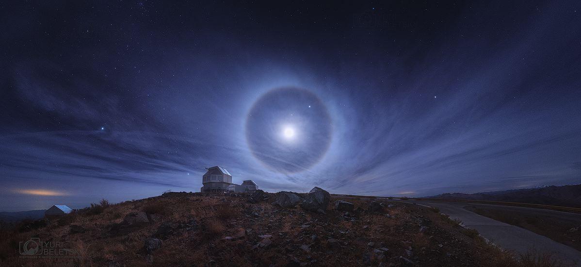 Perfecto halo lunar en Atacama