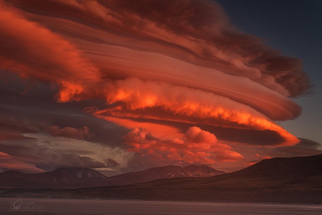 Nubes lenticulares desde San Pedro de Atacama (Chile)