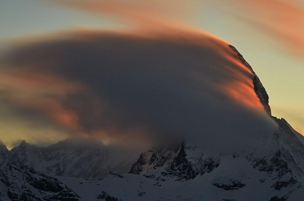 Nubes estacionarias en Suiza