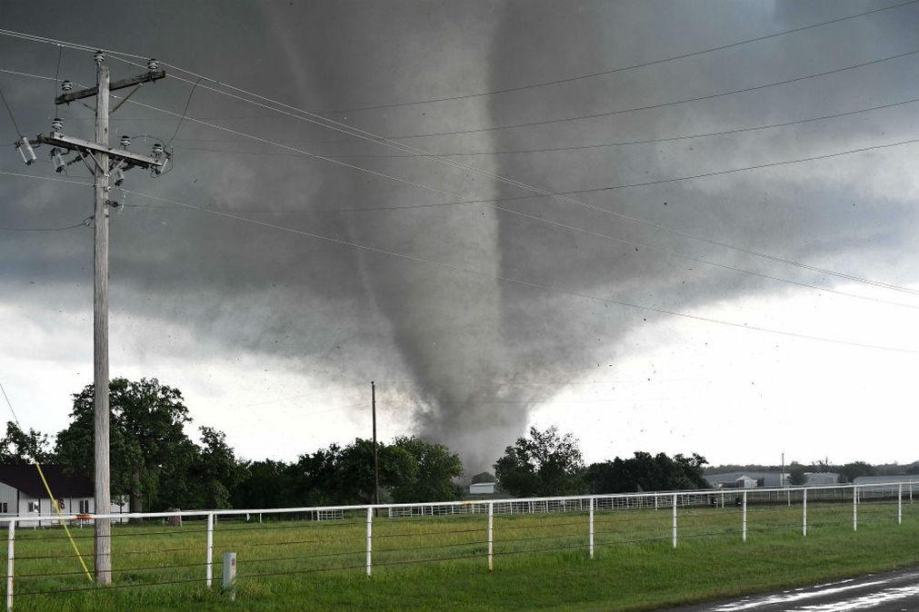 Más de 30 tornados impactaron a los EE.UU