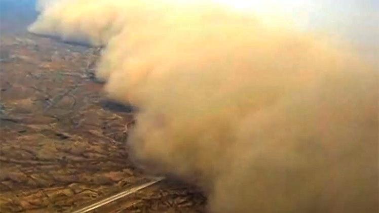 Gran tormenta de arena impacta a China