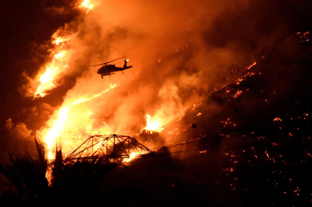 Incendios: Más de 15,000 acres arden en llamas en California