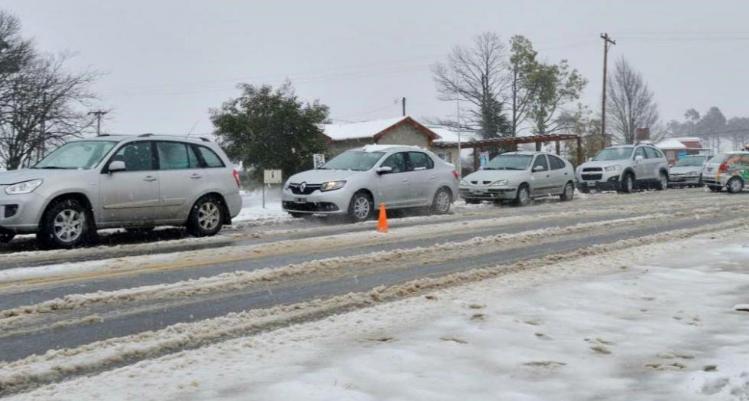 Rescatan a 36 personas atrapadas en las Altas Cumbres por la nieve