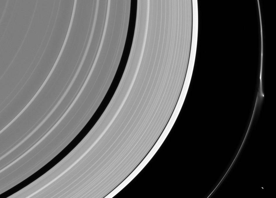 Una interrupcion en el anillo F de Saturno