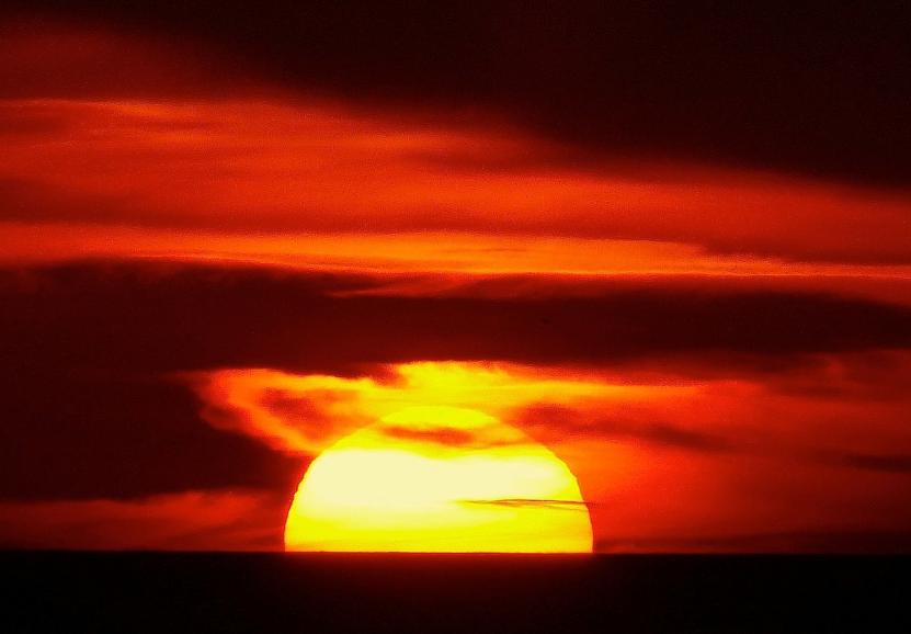 Un gran Sol al atardecer