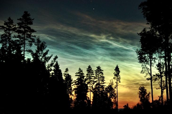 Brillantes nubes noctilucentes desde Estonia