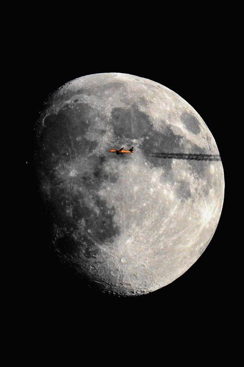 Avion frente a la Luna 5