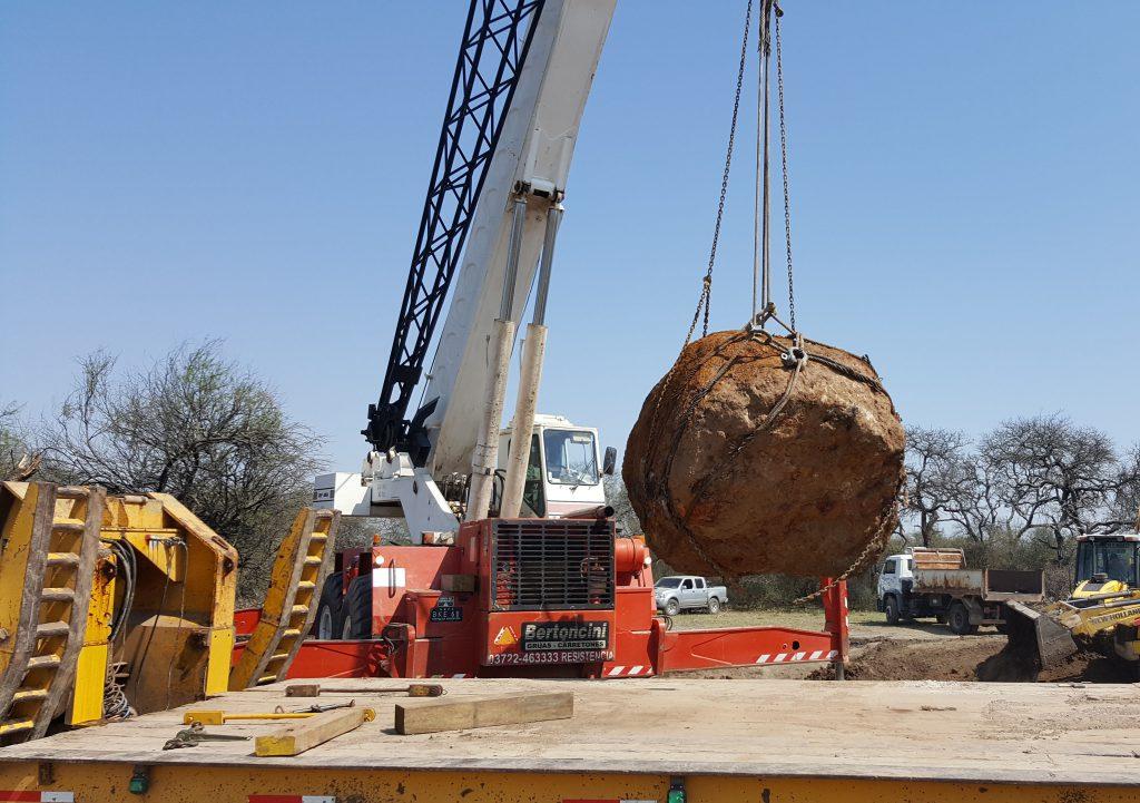 zzzznacg2NOTICIAS ARGENTINAS RESISTENCIA, SEPTIEMBRE 12: Un nuevo meteorito fue  descubierto en la zona de Campo del Cielo, en la provincia de  Chaco, y con sus más de 30 toneladas de peso es el segundo más  grande del mundo.  Foto NA: gentileza DIARIO NORTEzzzz