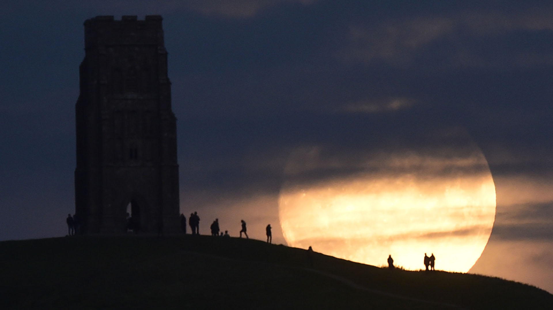 """The moon rises near Glastonbury Tor a day before the """"supermoon"""" spectacle, in Glastonbury, Britain November 13, 2016.  REUTERS/Rebecca Naden"""