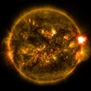 52032-eruzione-solare-del-12-gennaio-2015