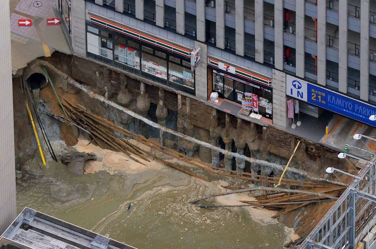 ID:26569624  ID:26569624 A massive shinkhole is created in the middle of the business district in Fukuoka, southern Japan Tuesday, Nov. 8, 2016. Parts of a main street have collapsed in the city, creating a huge sinkhole and cutting off power, water and gas supplies to parts of the city. Authorities said no injuries were reported from Tuesday's pre-sunrise collapse in downtown Fukuoka. (Kyodo News via AP)