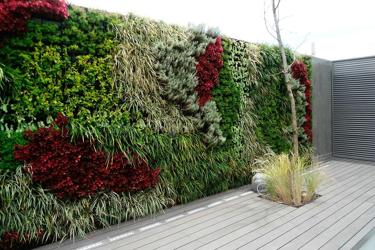 Jardines verticales para enfriar edificios nuestroclima for Edificios con jardines verticales